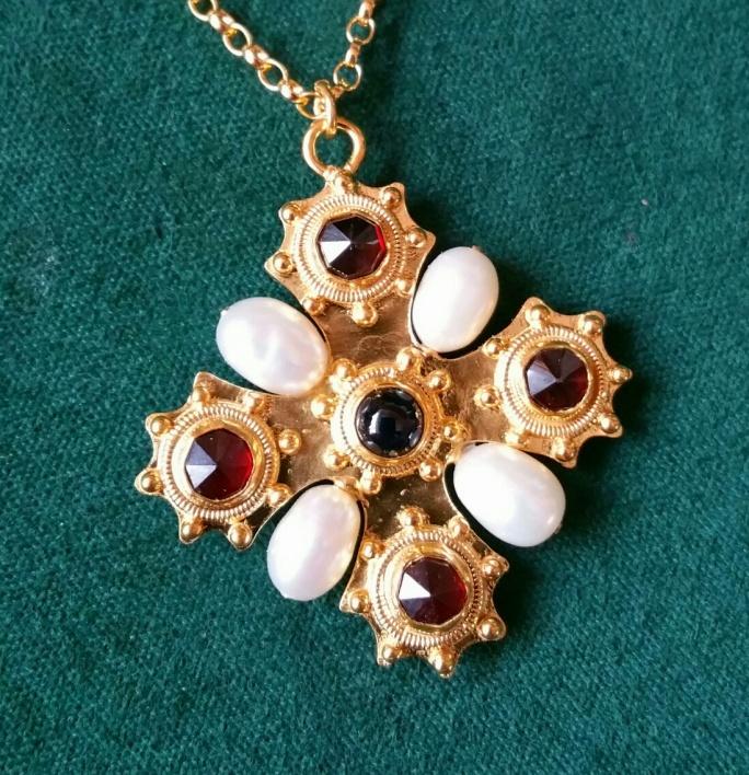 15th century pendant sapphire and garnet